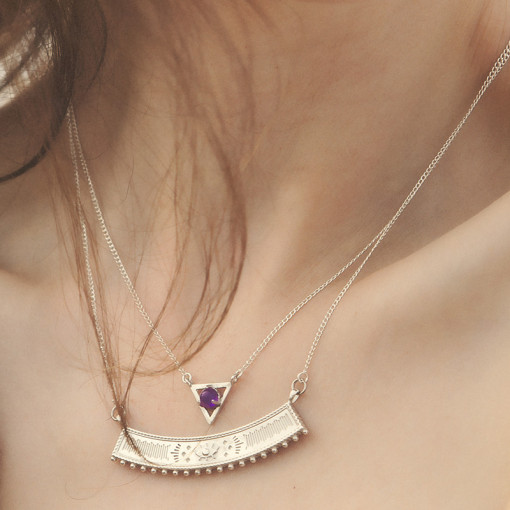 earthtriangle_necklace_amethyst_square_model